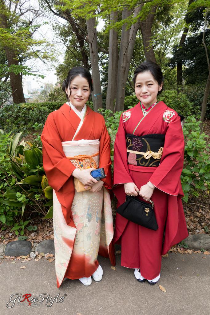due-ragazze-in-vestito-tipico