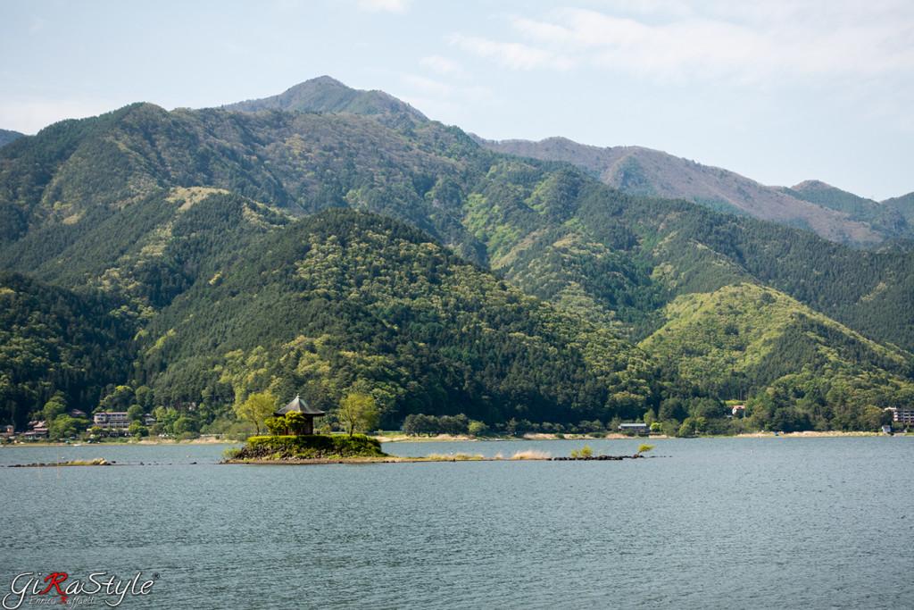 Fuji-lake-temple