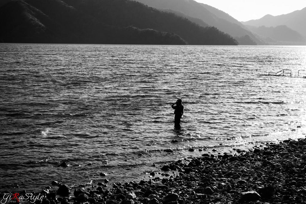 Foto del pescatore al lago di Nikko