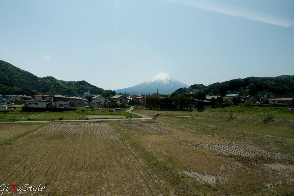 monte-fuji-by-train