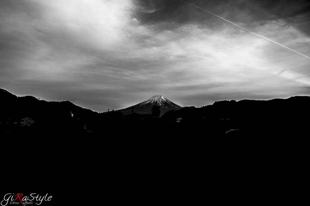 mount-Fuji-Fujisan-bw
