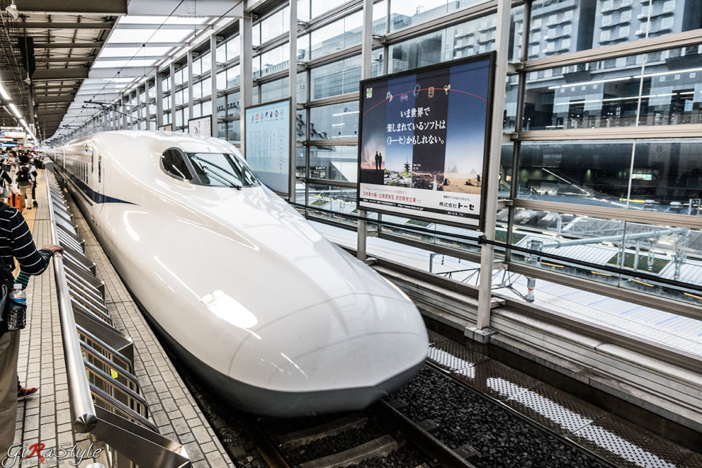 shinkansen-in-station-bullet-train