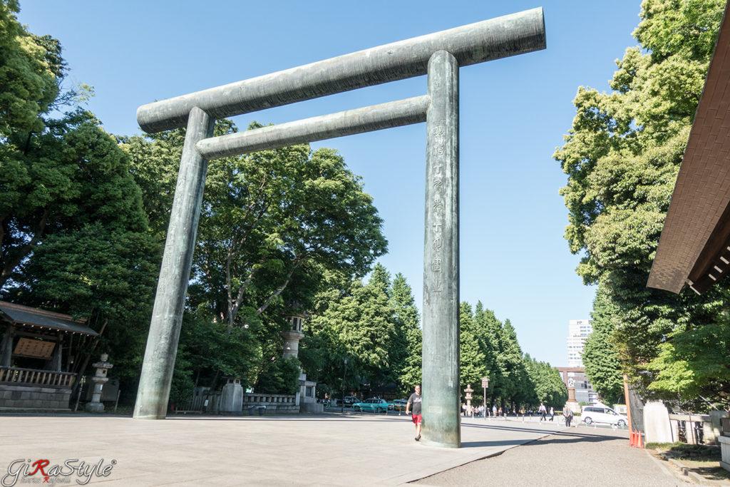 Un Torii prima del tempio a Tokyo