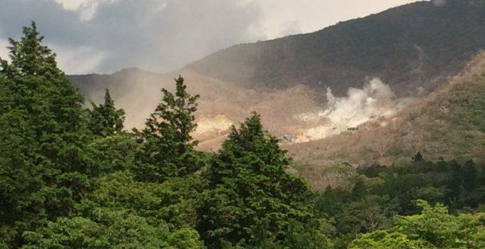 vulcano emette gas ad Hakone