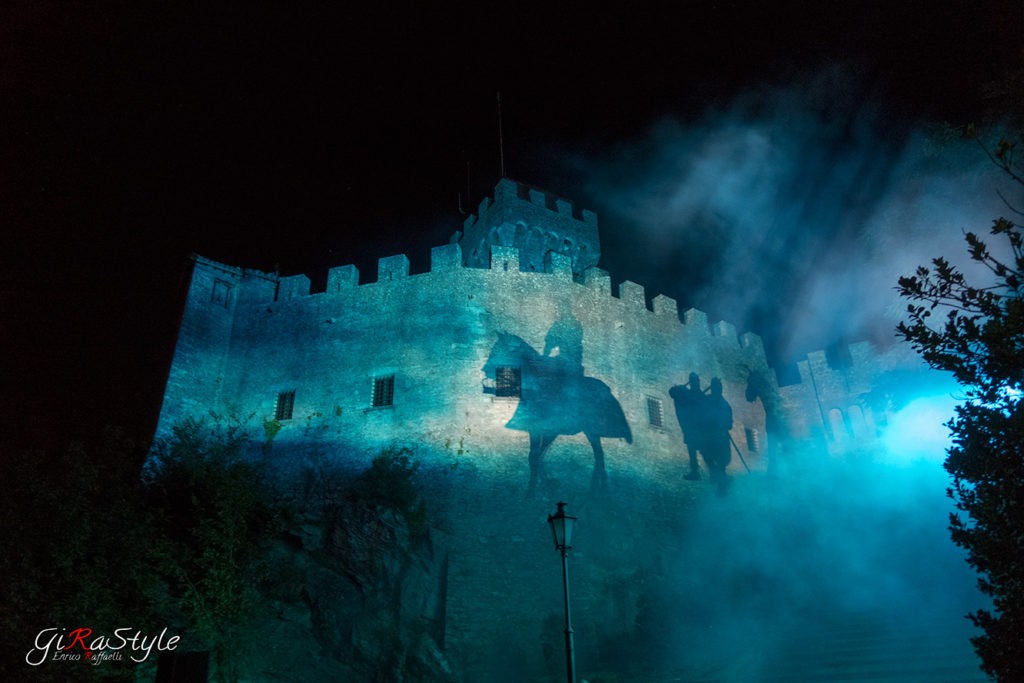 Durante le Giornate Medioevali, una proiezione di come si arrivava un tempo a San Marino : A CAVALLO !